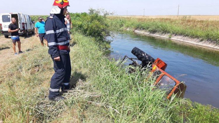 Un barbat din Motatei,a căzut cu tractorul într-un canal de irigații si a murit
